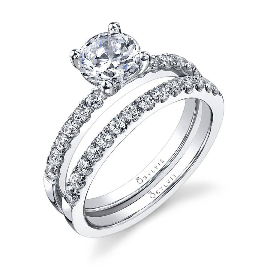 Anne - Classic Solitaire Engagement Ring