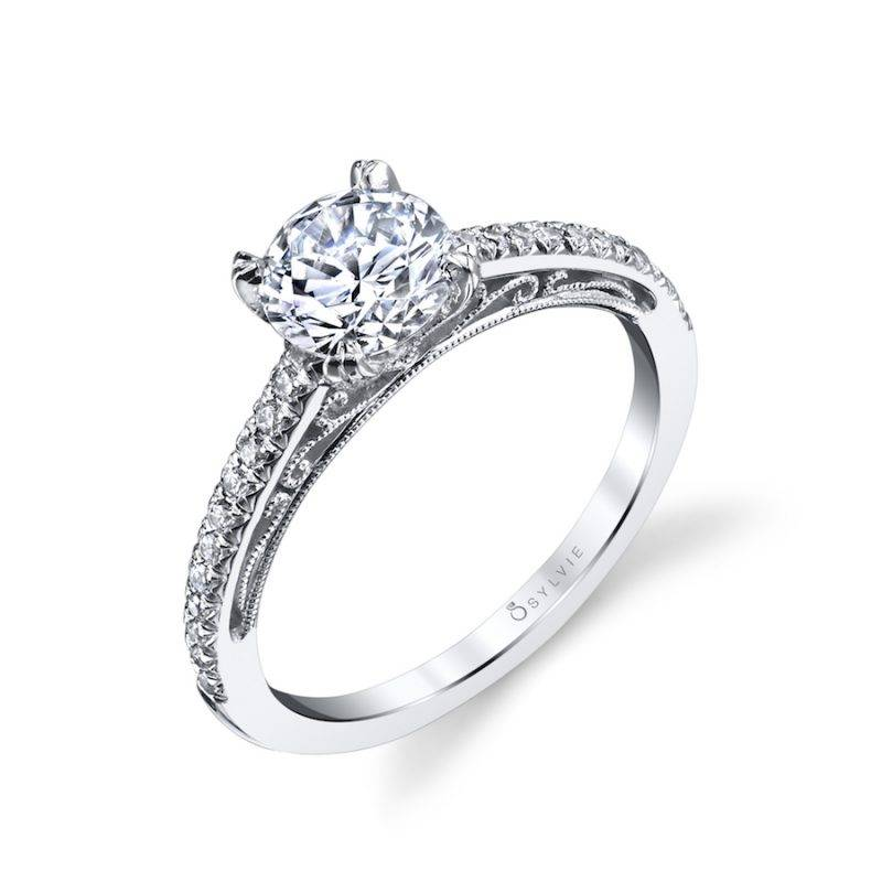 Amorette - Classic Solitaire Engagement Ring