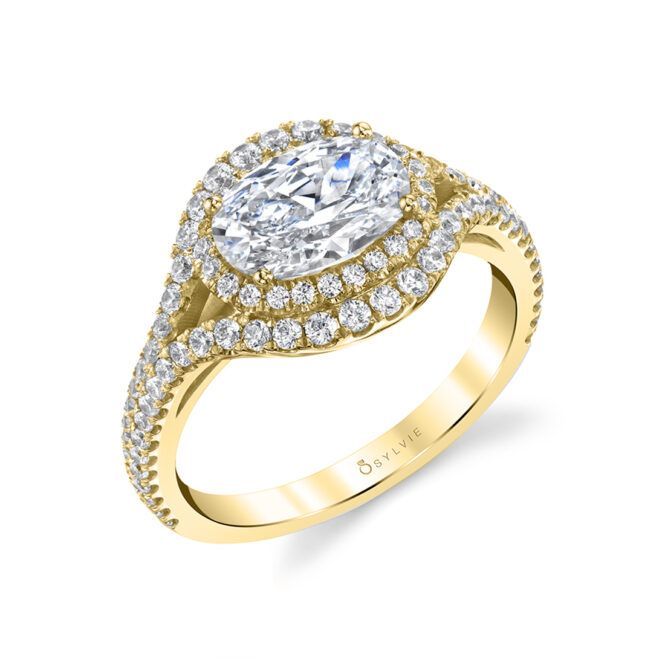 Oval Diamond Ring with Halo in Yellow Gold - Eleanora